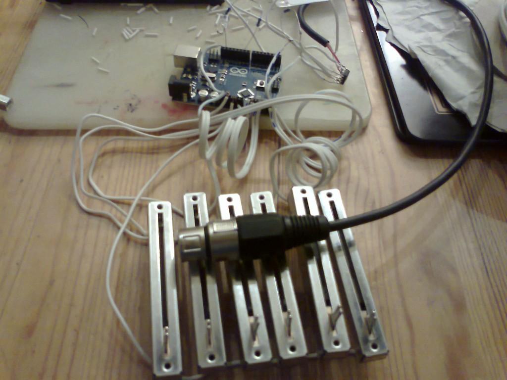 A simple DMX controller prototype